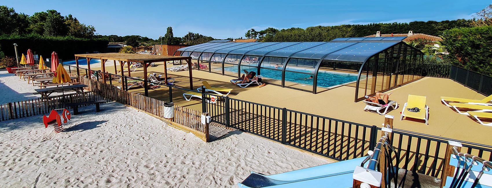 photo-piscine-couverte-camping-paradis-les-pins-saint-palais-sur-mer-près-de-royan